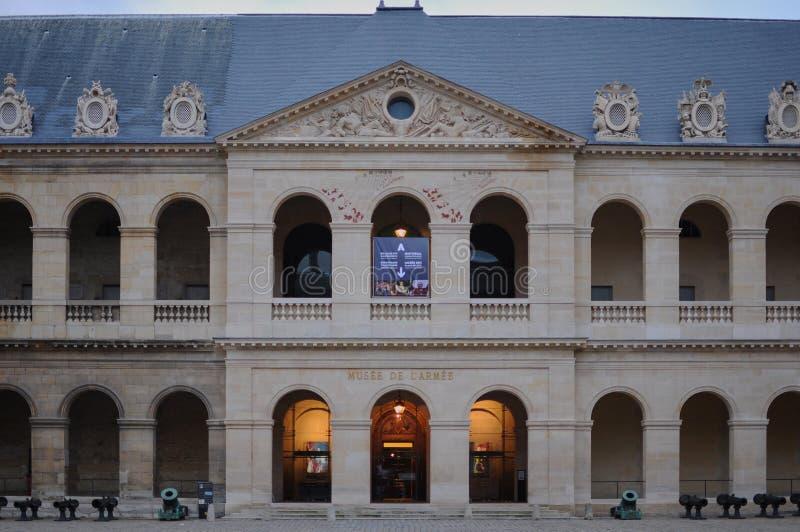Paris Frankrike - 02/08/2015: Främre sikt av armémuseet 'Les Invalides ', royaltyfri fotografi