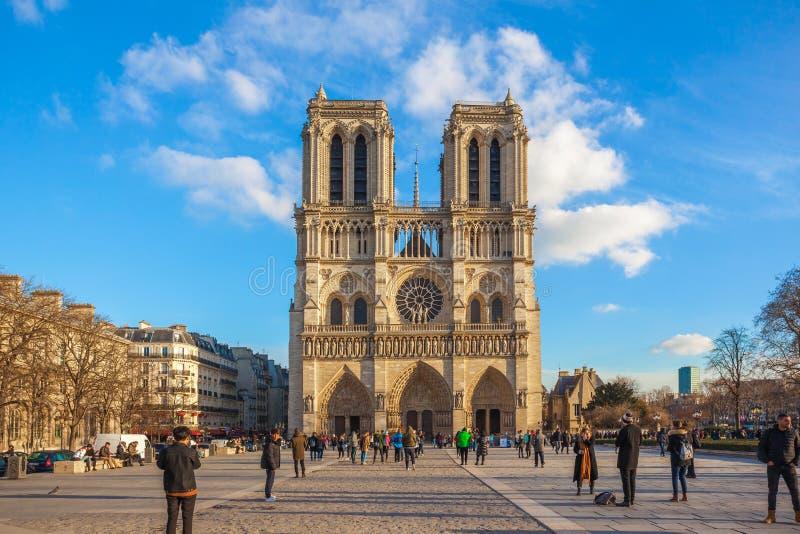 Paris Frankrike - 18 01 2019: Härlig sikt av Notre Dame de Paris, medeltida kyrka i Paris, Frankrike royaltyfri bild