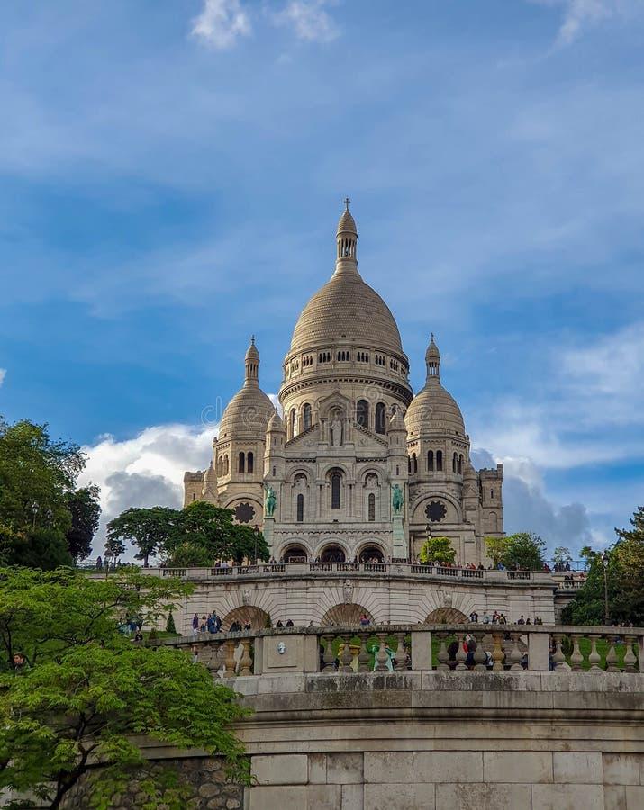 Paris Frankrike, Juni 2019: Basilika av den sakrala hjärtan av den Paris Sacre Coeur basilikan royaltyfria bilder