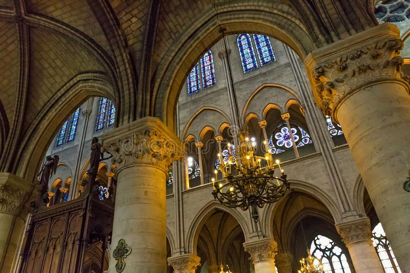 PARIS FRANKRIKE - JUNI 23, 2017: Gammalt tak i Notre-Dame de Pariskyrkan royaltyfri foto