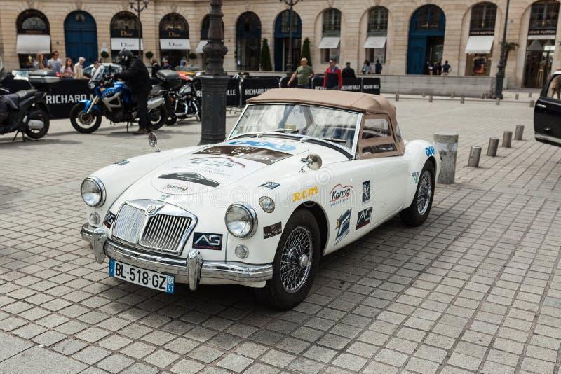 Paris Frankrike 02 Juni 2018: Retro MG Morris Garages under klassisk festival för bilgatalopp, elegans och lyxlivsstil royaltyfri foto