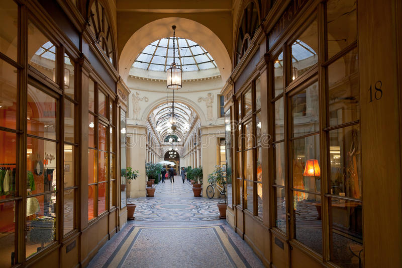 Galerie Vivienne - passage i Paris arkivbild