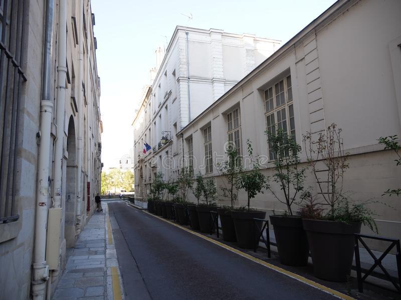 Paris gata från den St Louis ön royaltyfri fotografi