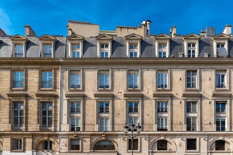 Paris härlig byggnad royaltyfri bild