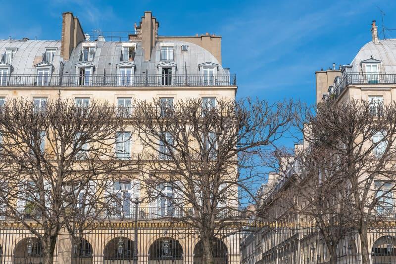 Paris härlig byggnad royaltyfria bilder