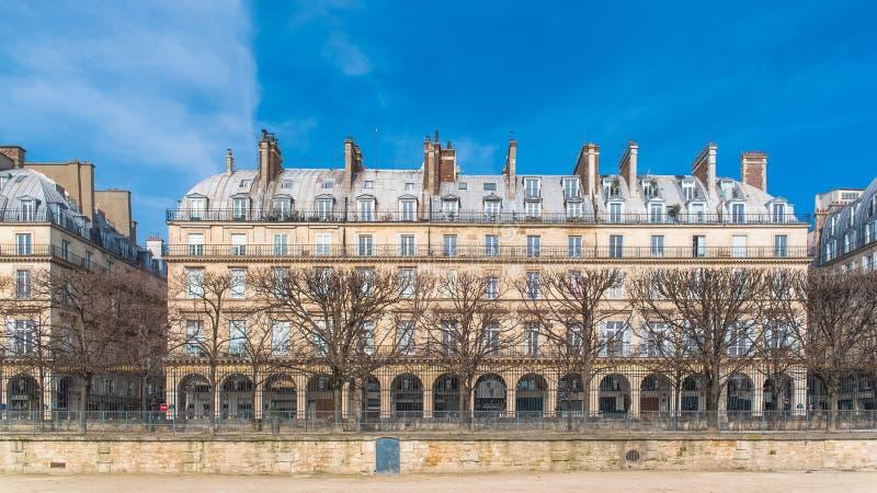 Paris härlig byggnad arkivfoton