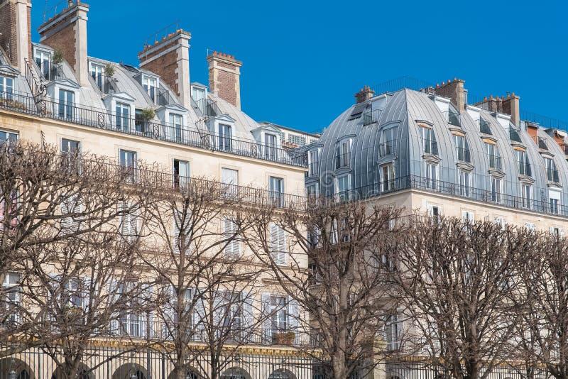 Paris härlig byggnad arkivbilder