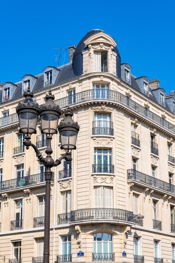 Paris härlig byggnad i Maraisen arkivfoton
