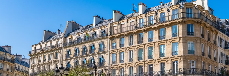 Paris härlig byggnad i Maraisen royaltyfri fotografi