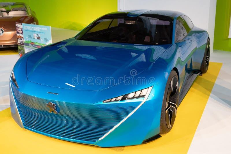 Paris, Ile de France/França - 8 de outubro de 2018: Carro do conceito do INSTINTO de Peugeot da exposição automóvel de Mondial Pa foto de stock