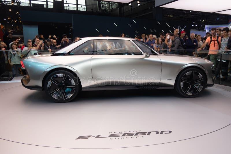 Paris, Ile de France/France - 7 octobre 2018 : Le concept d'e-légende de Peugeot de Salon de l'Automobile de Mondial Paris est un images stock