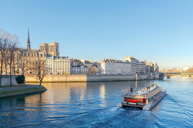 Download Paris. Ile De La Cite In A Sunny Winter Morning. Stock Photo - Image of building, place: 83709018