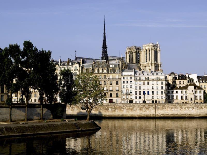 Paris: Ile St Louis Och Ile De La Citerar Royaltyfri Fotografi