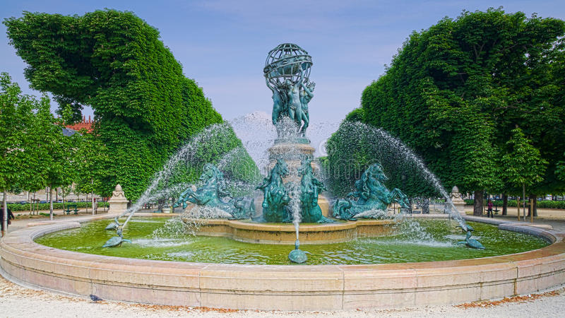 Paris jardin du luxembourg photo stock image du for Piscine jardin du luxembourg