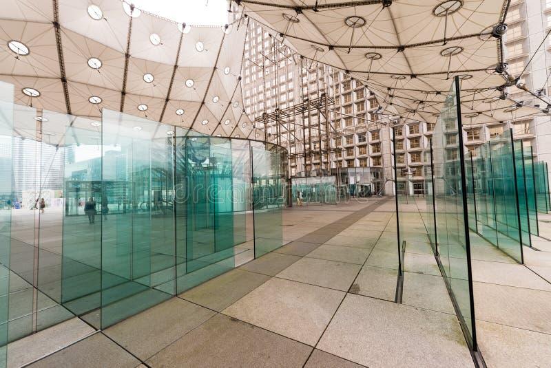 PARIS - 3. JUNI: Das Grande Arche in den La-Verteidigungsgeschäft Distr lizenzfreie stockbilder