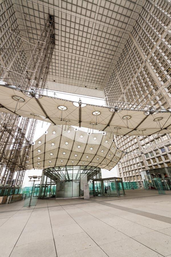PARIS - 3. JUNI: Das Grande Arche in den La-Verteidigungsgeschäft Distr stockbild