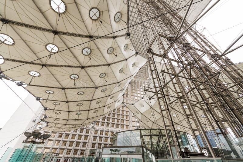 PARIS - 3. JUNI: Das Grande Arche in den La-Verteidigungsgeschäft Distr stockfotografie