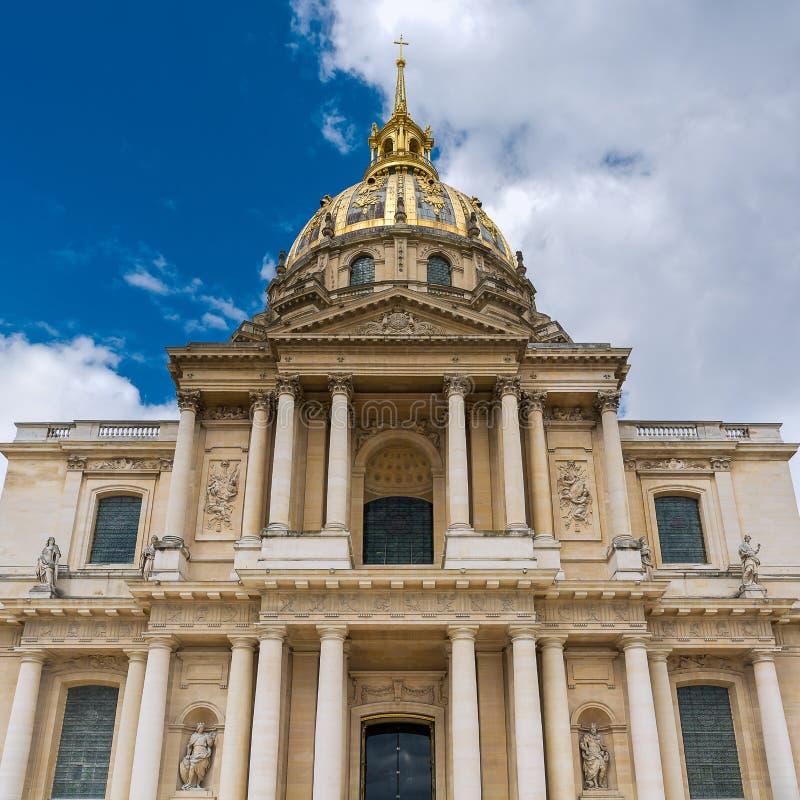 Paris - kupolen av Invalidesen royaltyfri bild