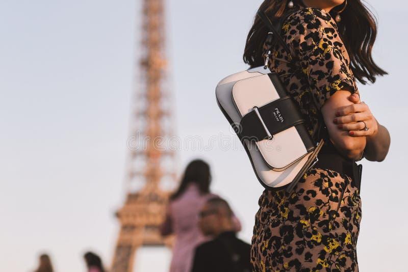 Paris modevecka - gatastil - PFWAW19 royaltyfri fotografi