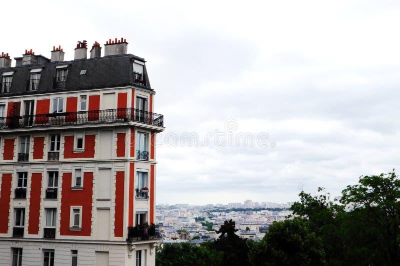 Paris Montmarte lägenhet med sikt royaltyfria foton