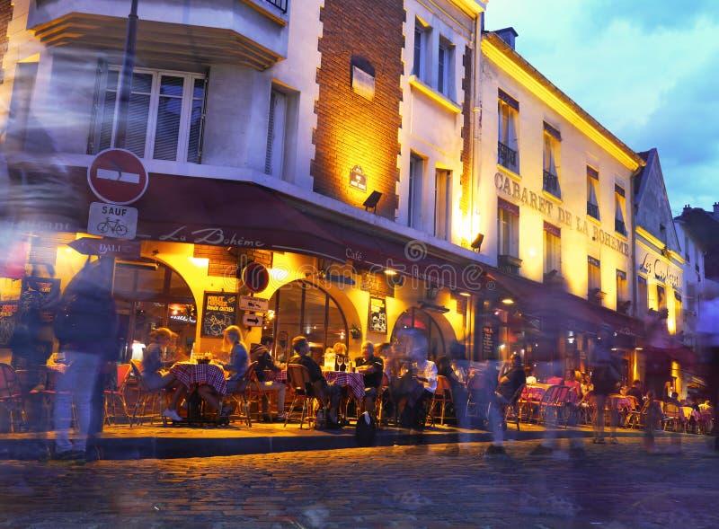 Paris - Montmartre la nuit - La Boheme image stock