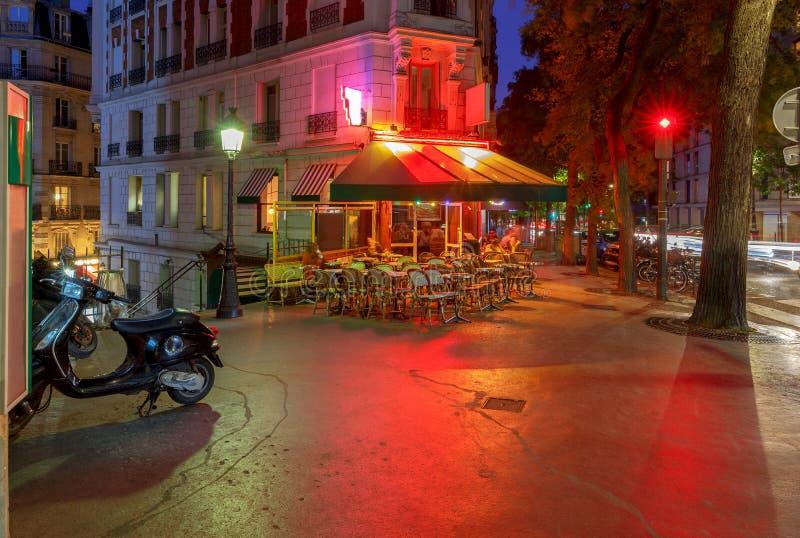 paris Montmartre na noite imagem de stock