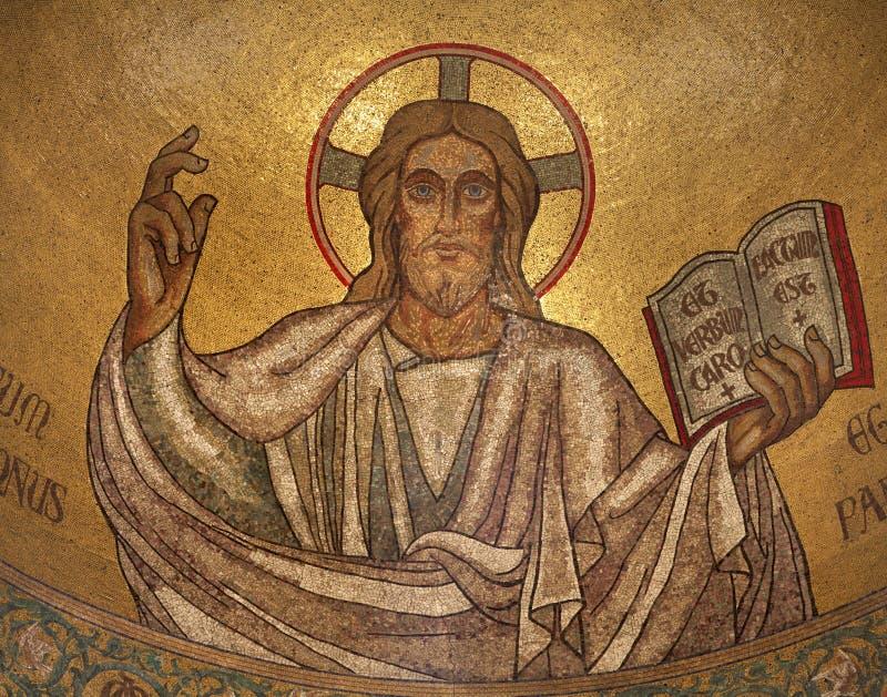 Paris - Mosaik von Jesus stockfotos