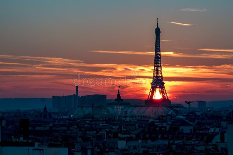 Paris nad zachodem słońca obraz royalty free