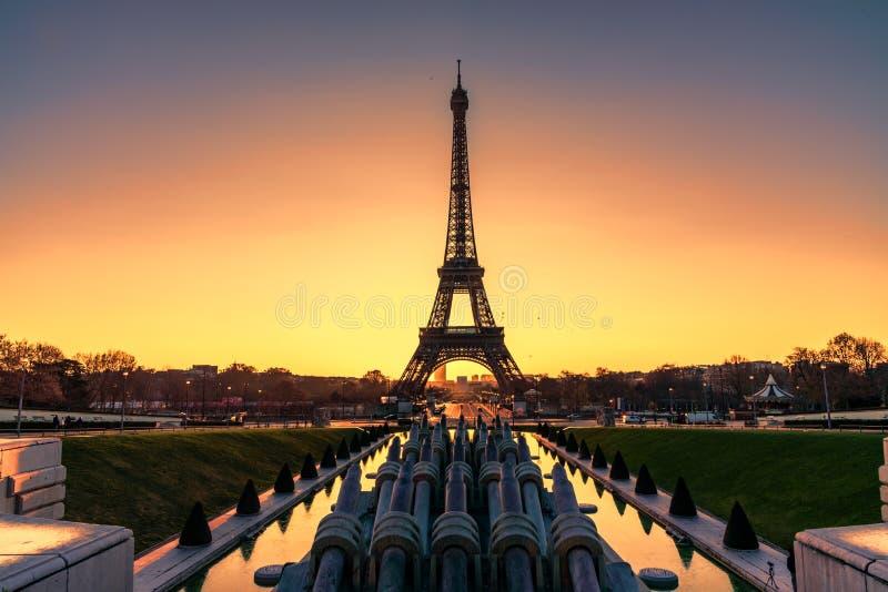 Paris nad zachodem słońca fotografia stock