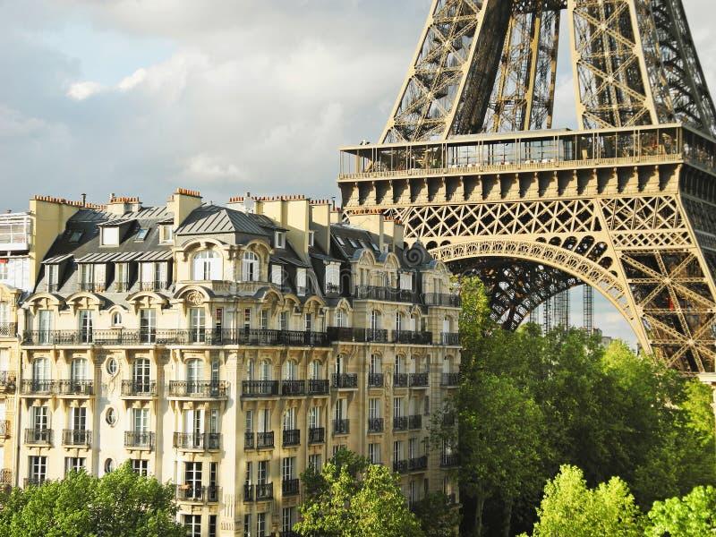 Paris, nahe dem Eiffelturm lizenzfreie stockfotos
