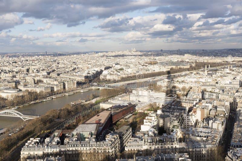 Paris och Seinen från turnera Eiffel arkivbilder