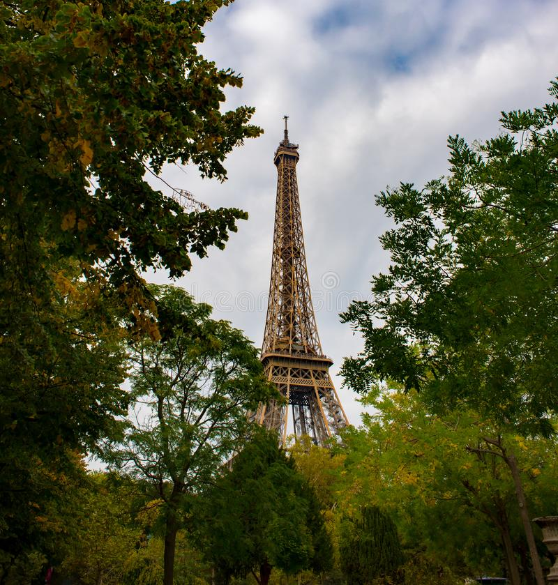 Paris outonal, torre Eiffel fotos de stock