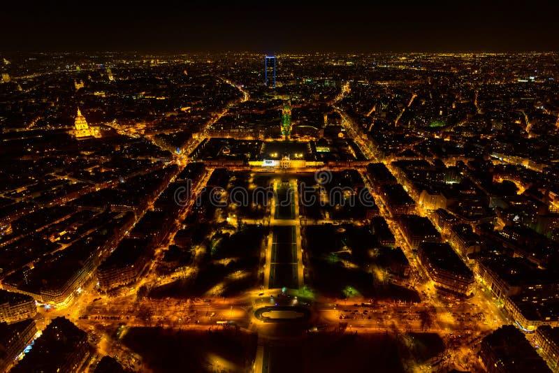 Paris panorama från Eiffeltorn på natten, flyg- sikt arkivfoto