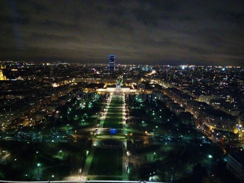 Paris par nuit images stock