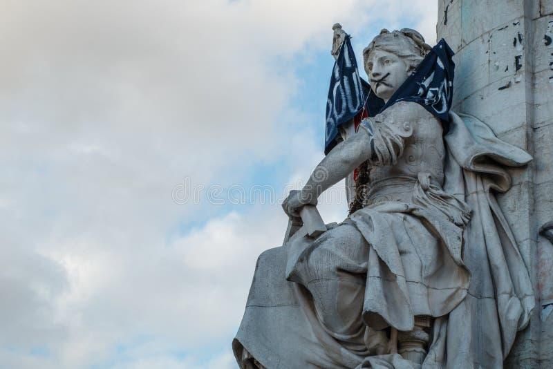 Paris, Place de la Republique, Gleichheitssymbol lizenzfreie stockbilder