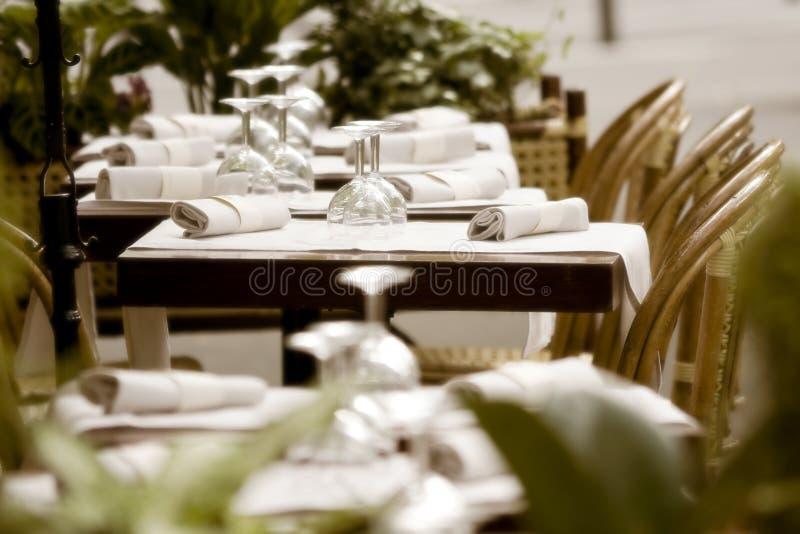 paris restaurangtrottoar royaltyfria bilder