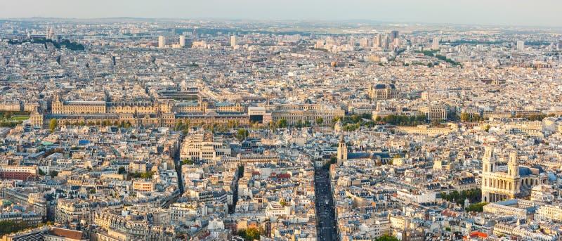 Paris-Skylinepanoramavogelperspektive im Tageslicht lizenzfreies stockbild