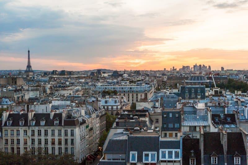 Paris-Skylinevogelperspektive bei Sonnenuntergang stockfotografie