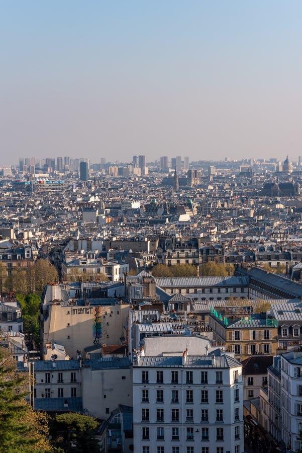 Paris-Skylinevogelperspektive von Montmartre-Hügel stockfotos