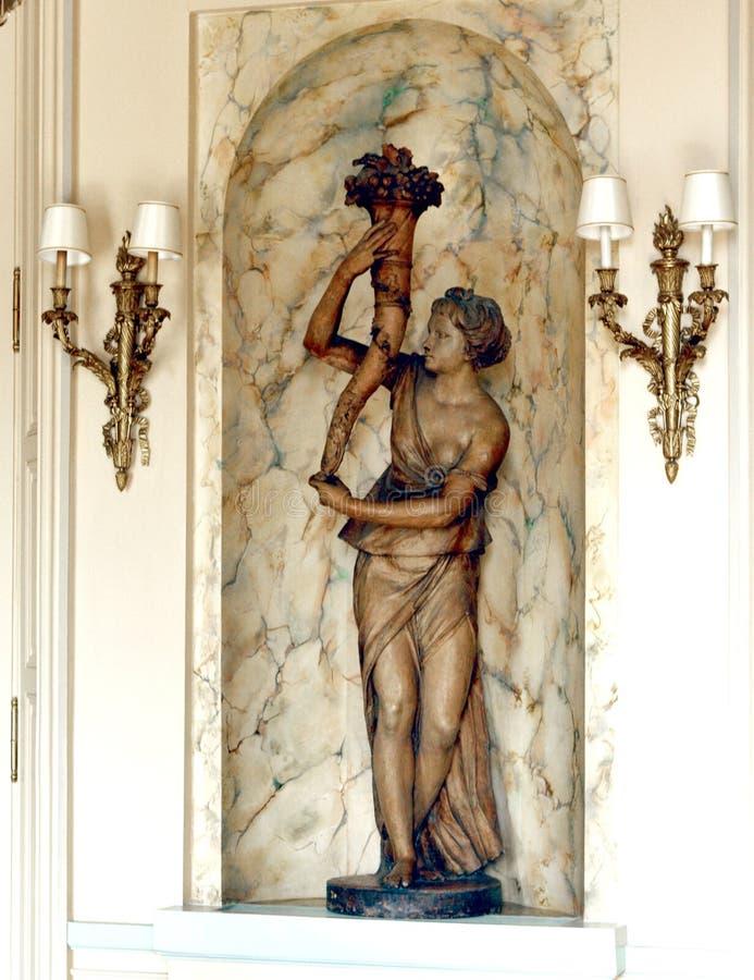 PARIS : Statue dans l'hôtel de palais image libre de droits