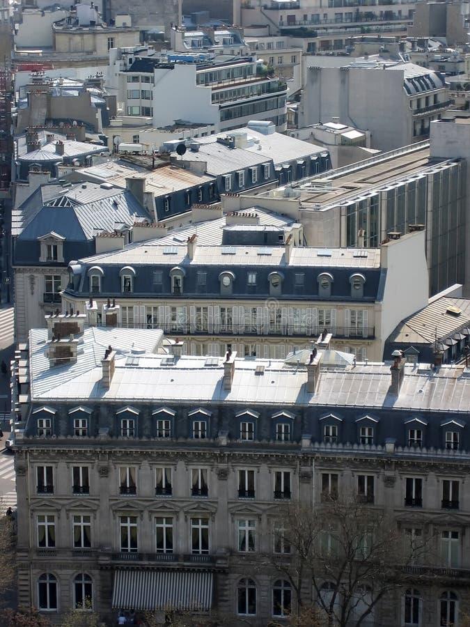 Paris. Toits. Appartements. photos stock