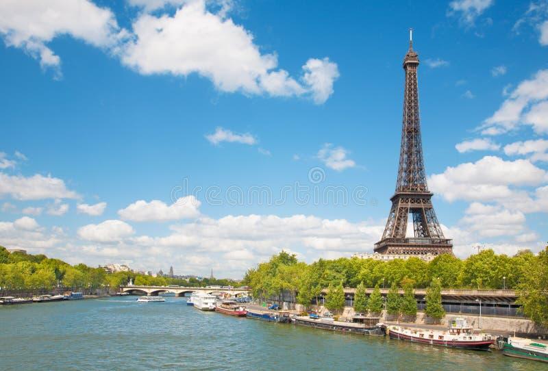 Paris - Tour Eiffel de rive image stock