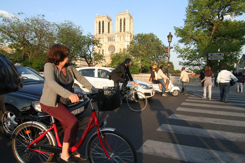 Download Paris Traffic editorial stock photo. Image of city, france - 22508918
