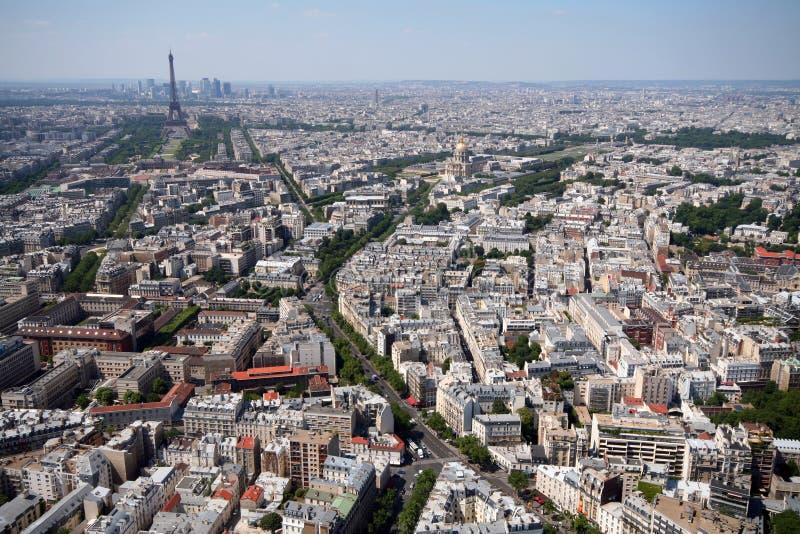 Paris und Eiffelturm lizenzfreie stockbilder