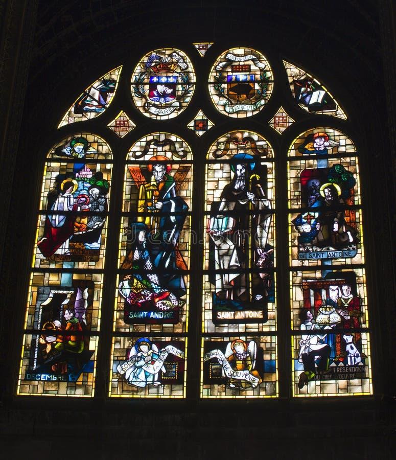 Paris - vitre moderne d'église gothique photo stock
