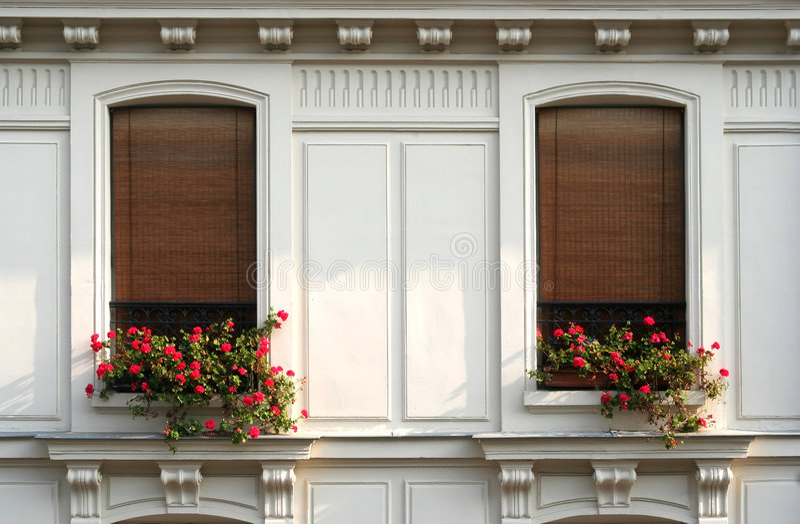 Paris Windows lizenzfreie stockbilder