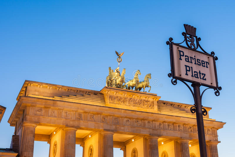 Pariser普拉茨标志,柏林勃兰登堡门 库存照片