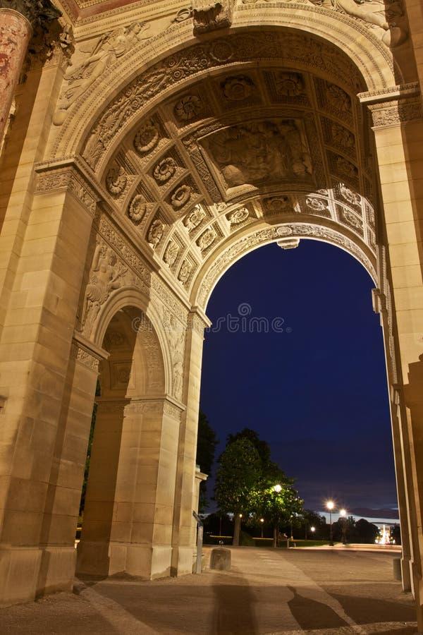 Download Pariser Marksteine nachts stockfoto. Bild von grenzstein - 27733226