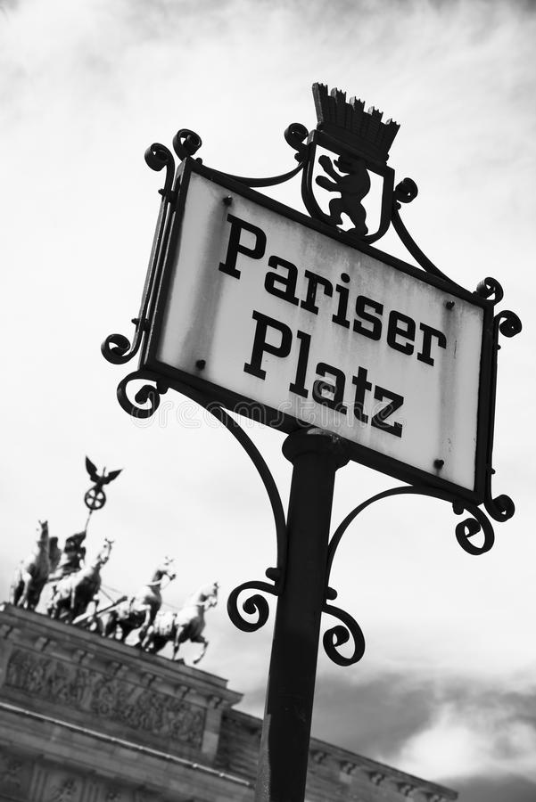 Pariser Platz och Brandenburg port i Berlin royaltyfria bilder