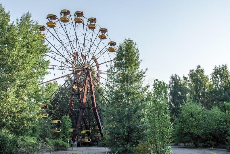 Pariserhjul i mitten av Pripyat, Tjernobyl zon arkivbilder
